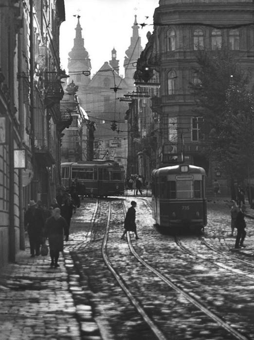 Уличная сцена. СССР, Львов, 1968 год.