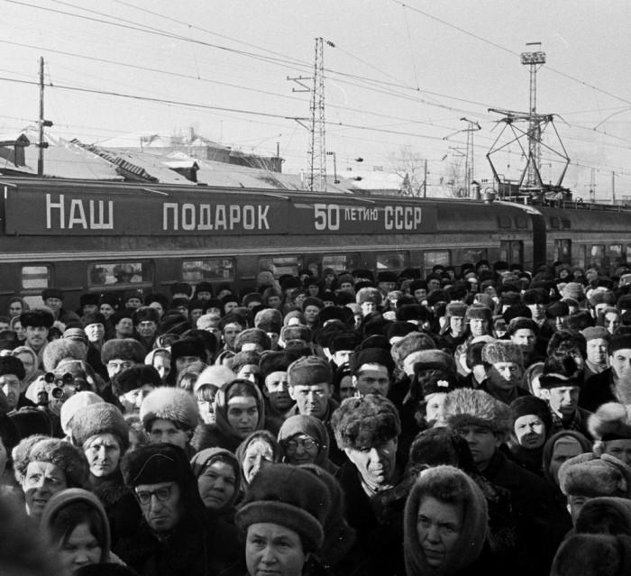 Первый электропоезд в Казани. СССР, 1972 год.