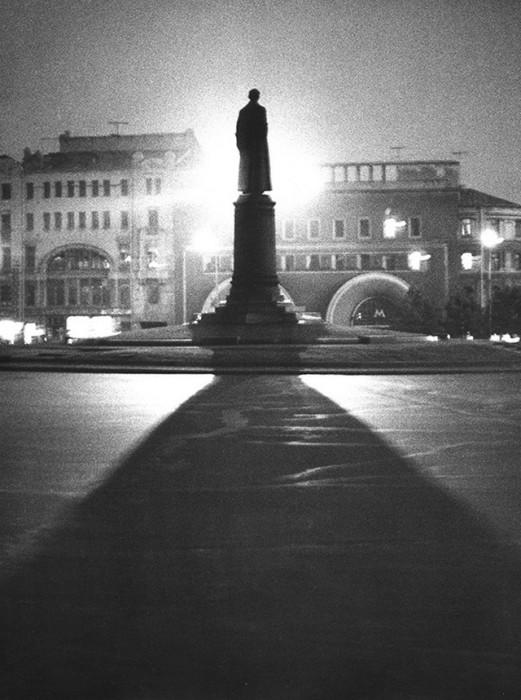 Памятник государственному и политическому деятелю СССР в Москве.