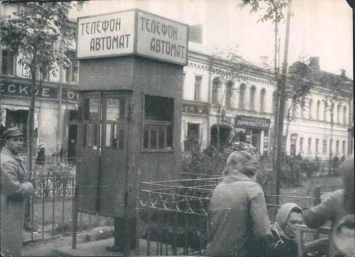 Телефонная будка в Ленинграде в 1929 году.