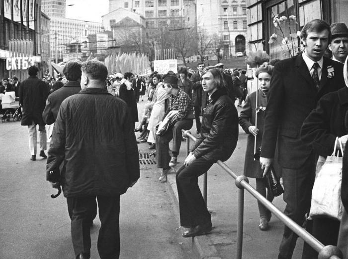 После демонстрации. СССР, Площадь Ногина, Москва, 1978 год.