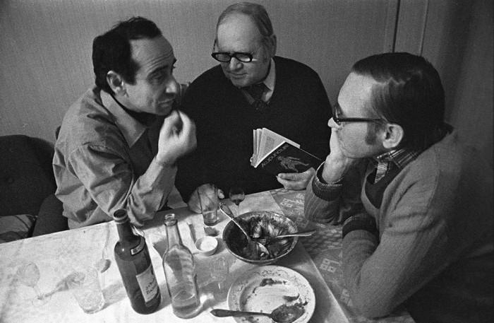В самый разгар кухонной дискуссии. СССР, Москва, 1970-е годы.