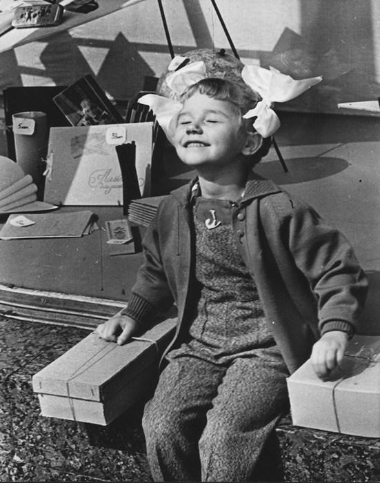 У «Детского мира». СССР, Москва, 1961 год.