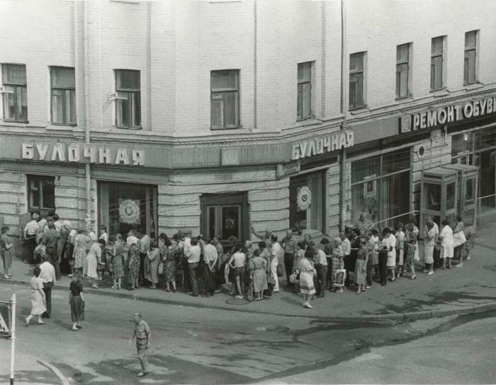 Фотография из серии «Новейшая история». СССР, Москва, 19 июля 1988 года.