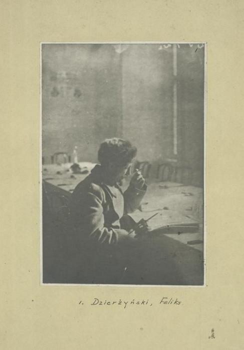Российский революционер, советский политический деятель и глава ряда наркоматов.