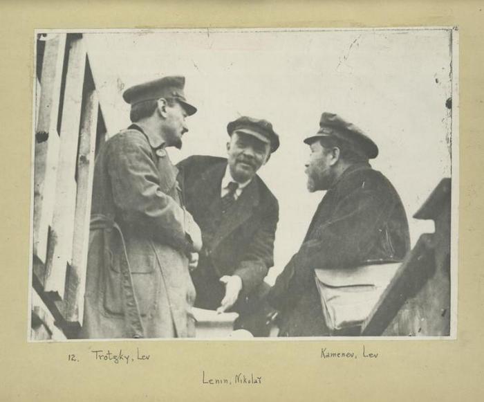 Лев Троцкий, Владимир Ленин и Лев Каменев.