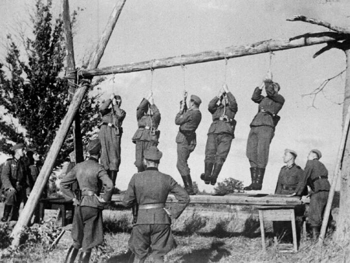 Солдаты проверяют качество узлов. СССР, 1941 год.