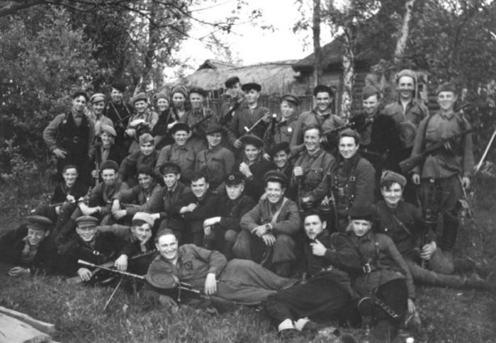 Бойцы 19-го отряда 3-й Ленинградской партизанской бригады.