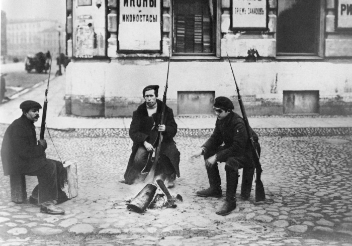 Добровольный вооружённый отряд. Петроград, 1917 год.