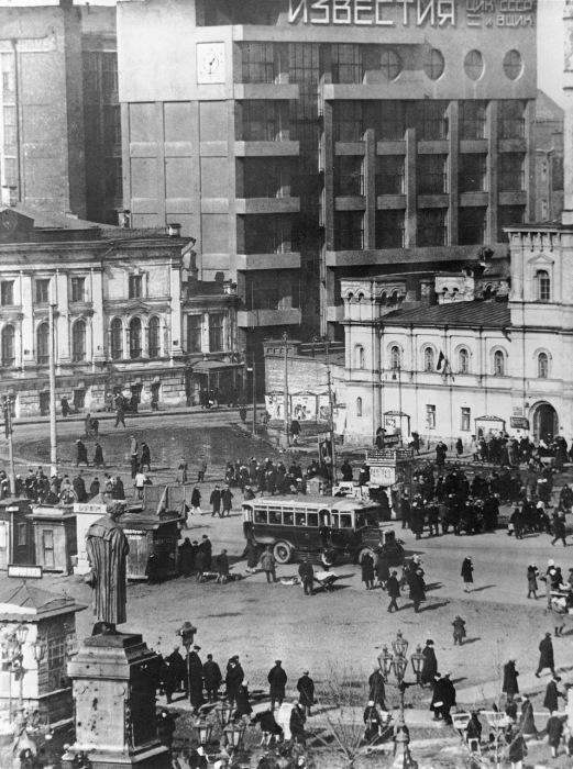 Здание, расположенное по адресу Пушкинская площадь. СССР, Москва, 1930-е годы.