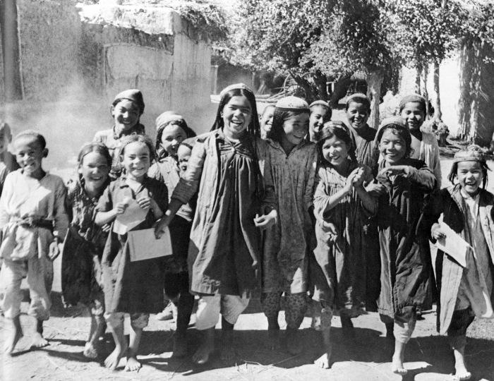 Школьники из Туркменистана в 1928 году.