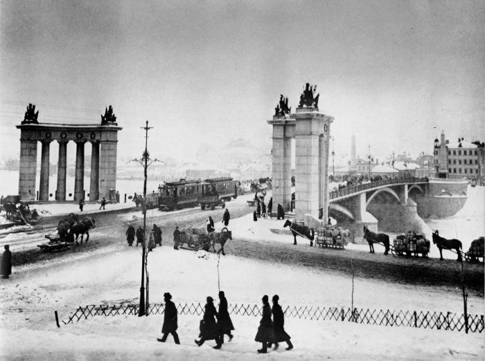 Мост в центральной части столицы в 1920-е годы.