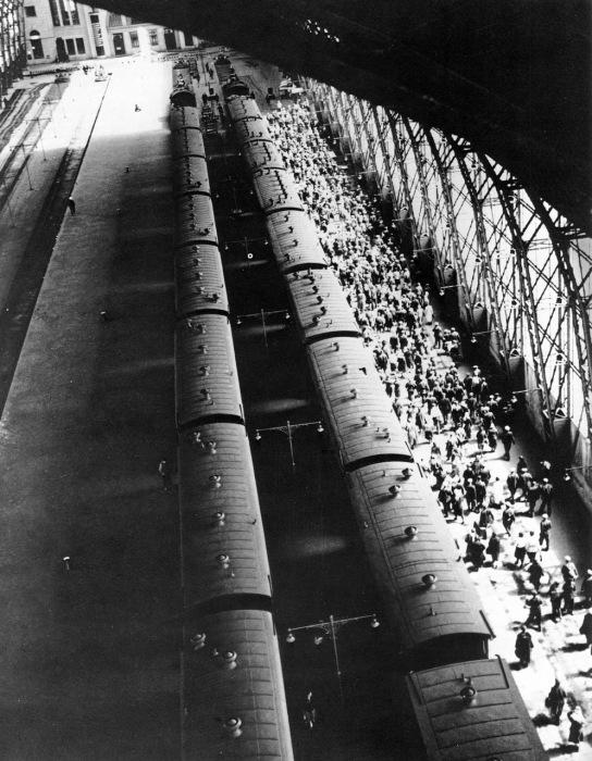 Один из девяти железнодорожных вокзалов Москвы. СССР, Москва, 1936 год.