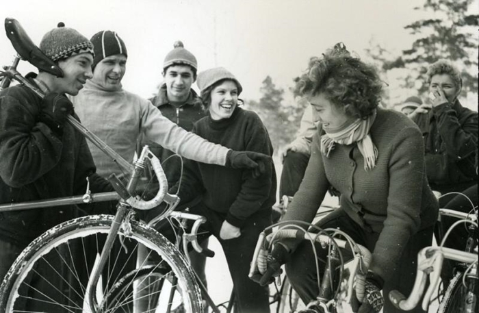 Юные велосипедисты. СССР, 1960-е годы. Автор фотографии: Будаков Ю. С.