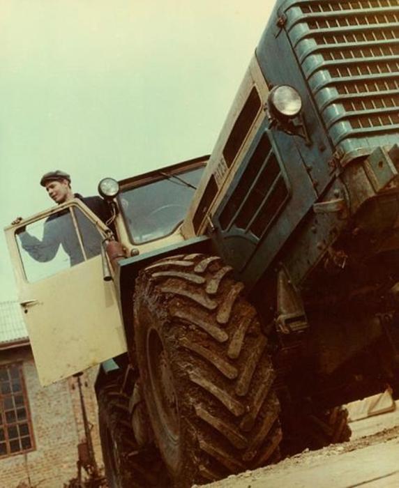 Трактористы в СССР были почитаемыми людьми. СССР, 1967 год. Автор фотографии: Бальтерманц Дмитрий Николаевич.