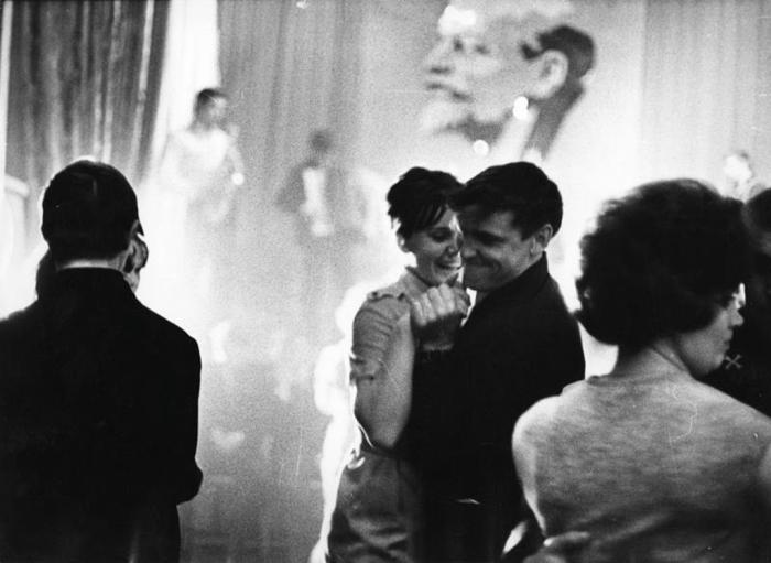 Праздничный вечер. СССР, 1965 год. Автор фотографии: Тарасевич Всеволод Сергеевич.