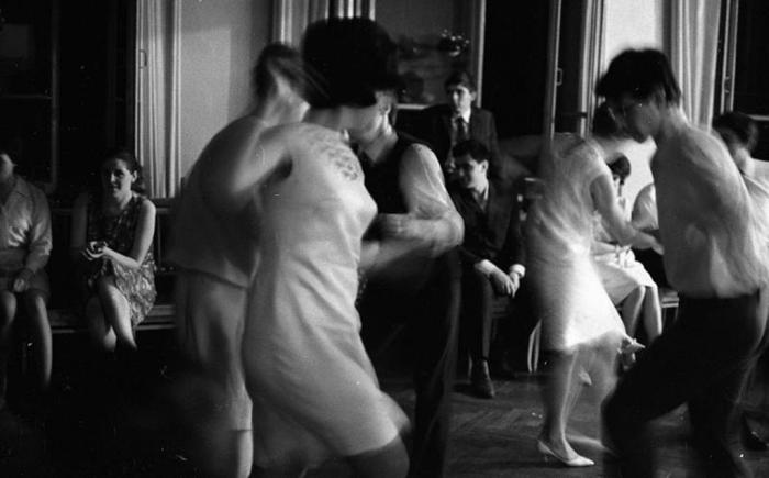 Молодёжные танцы. СССР, 1967 год. Автор фотографии: Тарасевич Всеволод Сергеевич.