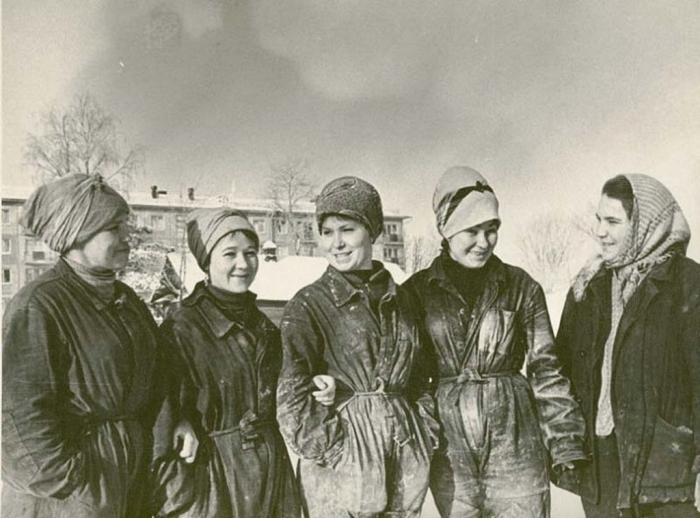 Девушки из строительной бригады Акулинина, принимавшие участие в строительстве Московского проспекта в 1965 году.