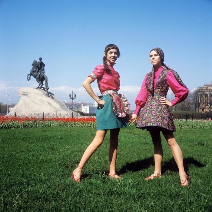 Показ сарафана в духе старинной одежды и летнего наряда для отдыха. СССР, 1970 год.