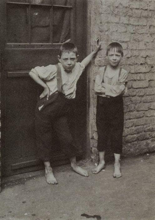Эти мальчики кажутся очень серьезными, что не свойственно их возрасту.