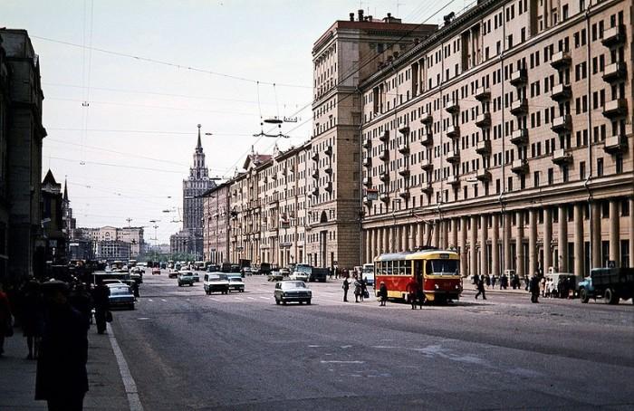 Уличная сцена. СССР, 1981 год.