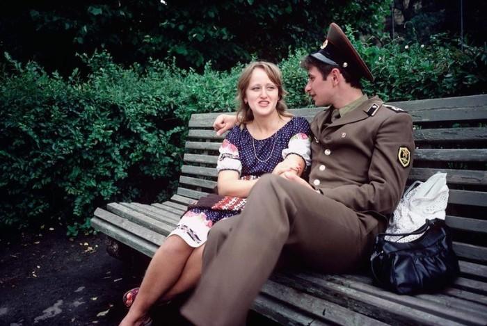 Солдат в увольнении. СССР, Рига, 1981 год.