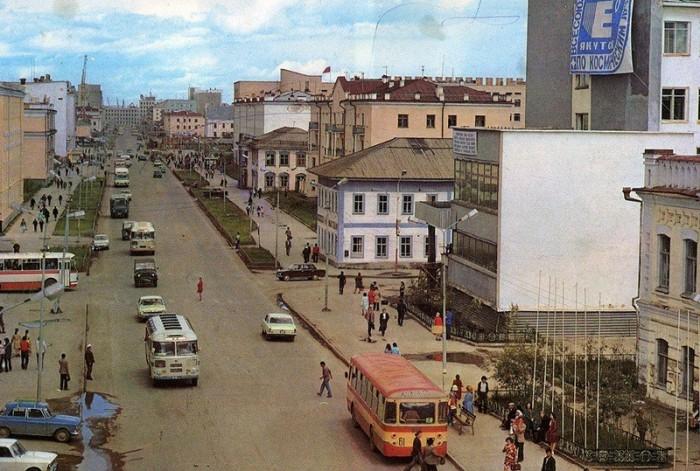 Самый крупный город, возведенный в зоне вечной мерзлоты.