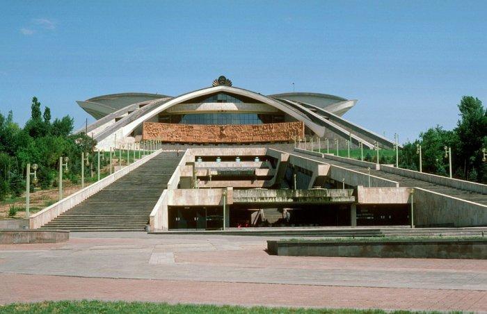 Один из крупнейших стадионов в Ереване в 1985 году.