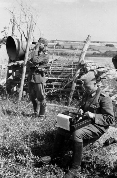 В составе полка «Курт Эггерс» несли службу фотографы, операторы, писатели, дикторы и другие деятели журналистики.