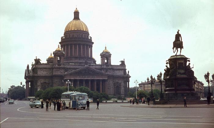 Крупнейший православный храм Ленинграда.