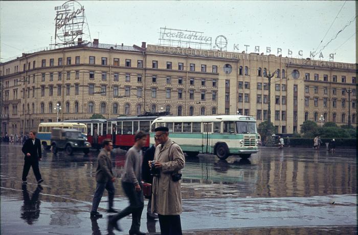 Гостиница, расположенная в историческом центре Ленинграда на площади Восстания.