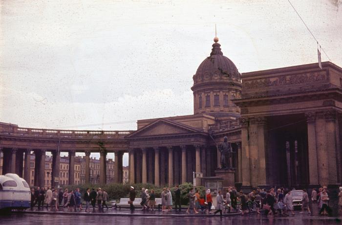 Вид на один из крупнейших храмов Ленинграда.