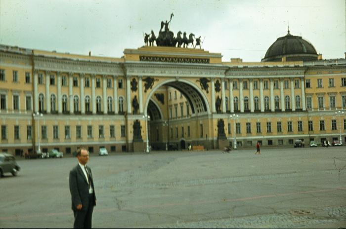 Главная площадь Ленинграда и одна из красивейших в мире.