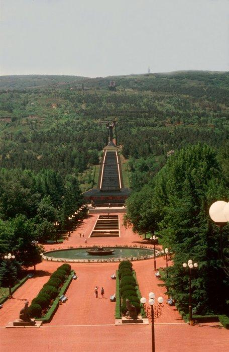 Крупнейший город Грузии, расположенный на берегу реки Куры.