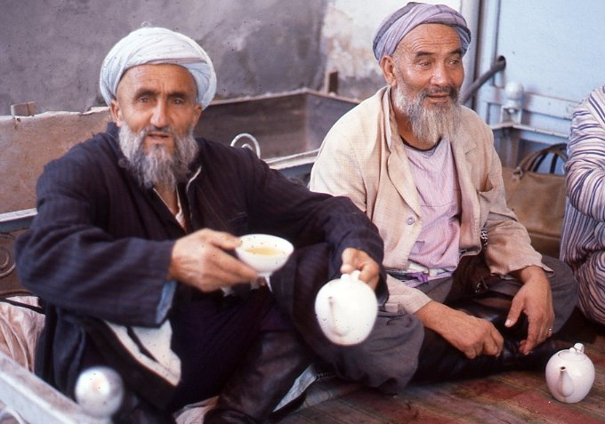 Чайная церемония. СССР, Узбекистан, Самарканд, 1984 год.