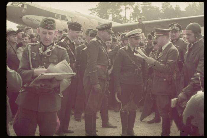 Адольф Гитлер перед вылетом на Польский фронт.