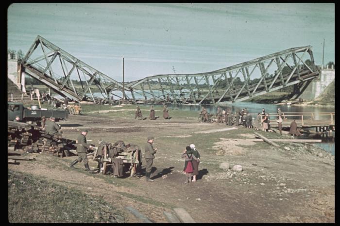 Поврежденный мост возле Сохачёва. Польша, 1939 год.