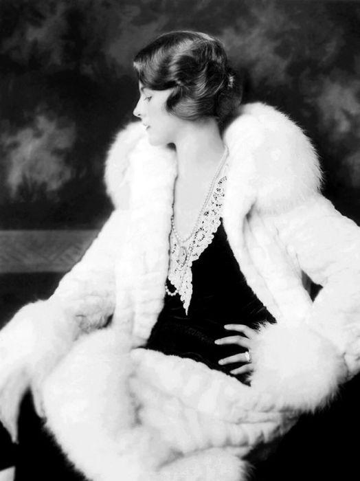 Портретная фотография ослепительной актрисы Дороти Кнапп.