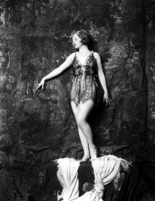 Актриса, которая была популярна в эпоху немого кино.