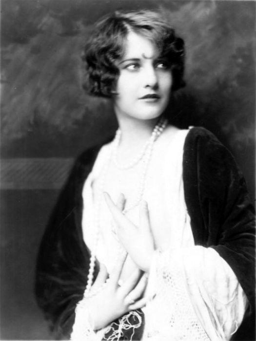 Актриса, которая была особенно популярна в 1930-1940-х годах.