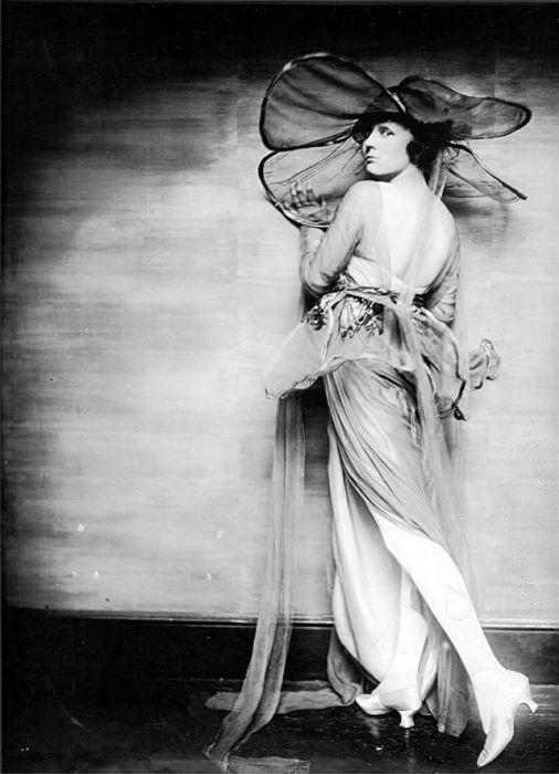 Актриса театра, кино и телевидения, которая снялась более чем в 150 фильмах.