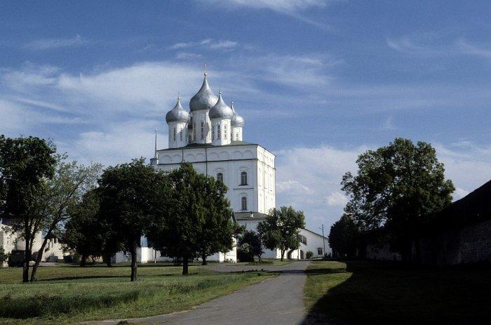 Троицкий собор в Пскове в 1985 году.