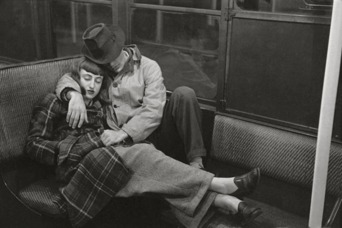 Жизнь и любовь в метро Нью-Йорка, 1947 года.