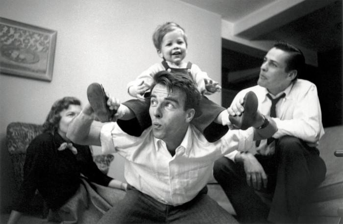 Американский актёр, один из первых голливудских секс-символов.