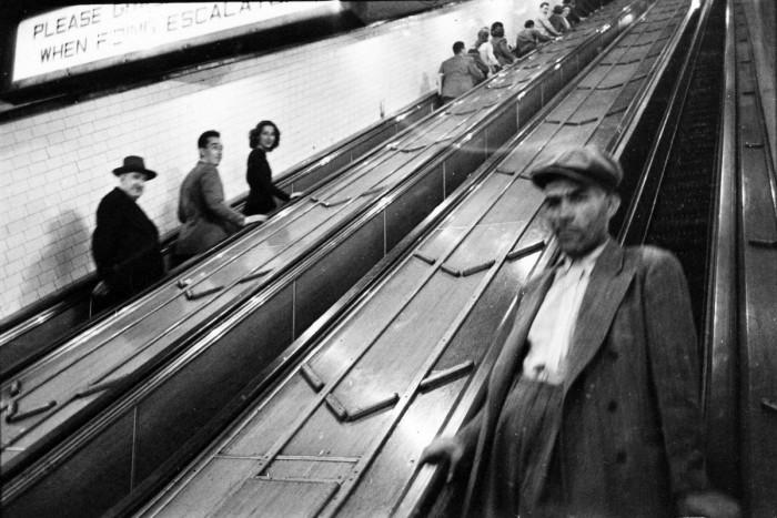 В метро. США, Нью-Йорк, 1946 год.