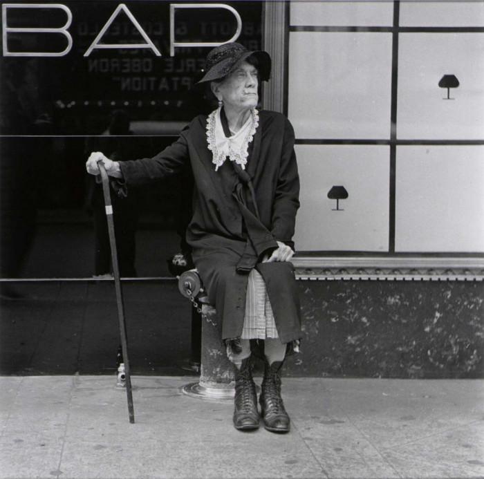 Пожилая женщина на Лексингтон-авеню, 1946 год.