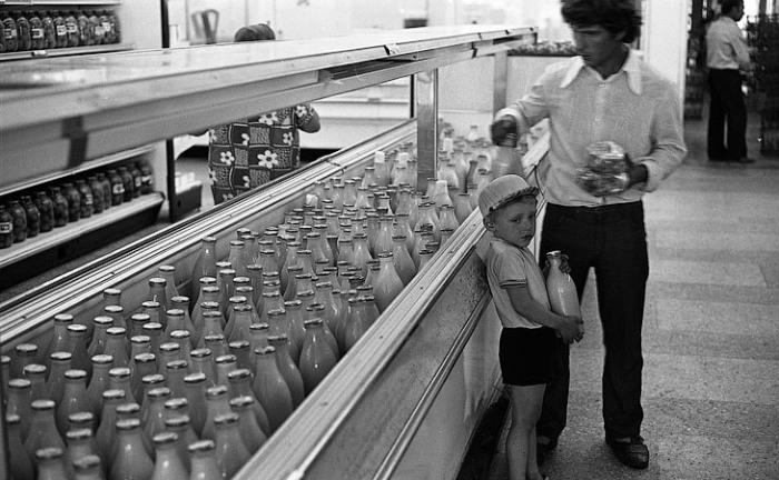 Молочный отдел универсама. СССР, Новокузнецк, 1983 год.