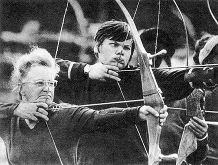 Спортивная стрельба из лука. Автор фотографии: Давид Лейкин, 1974 год.