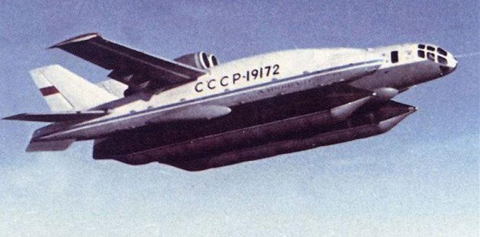 Советский самолет ВВА-14 во время полета.