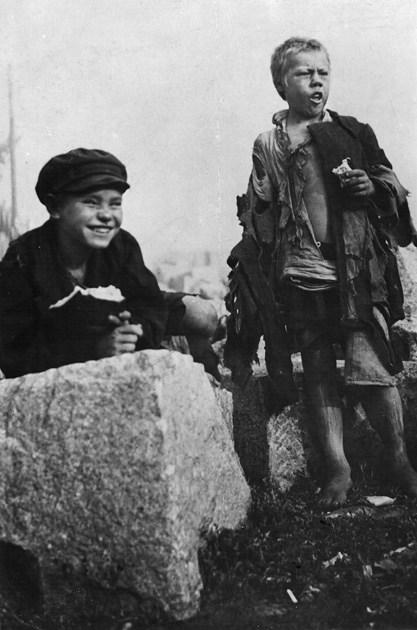 Дети не имеющие места жительства. СССР, Москва, 1920 год.